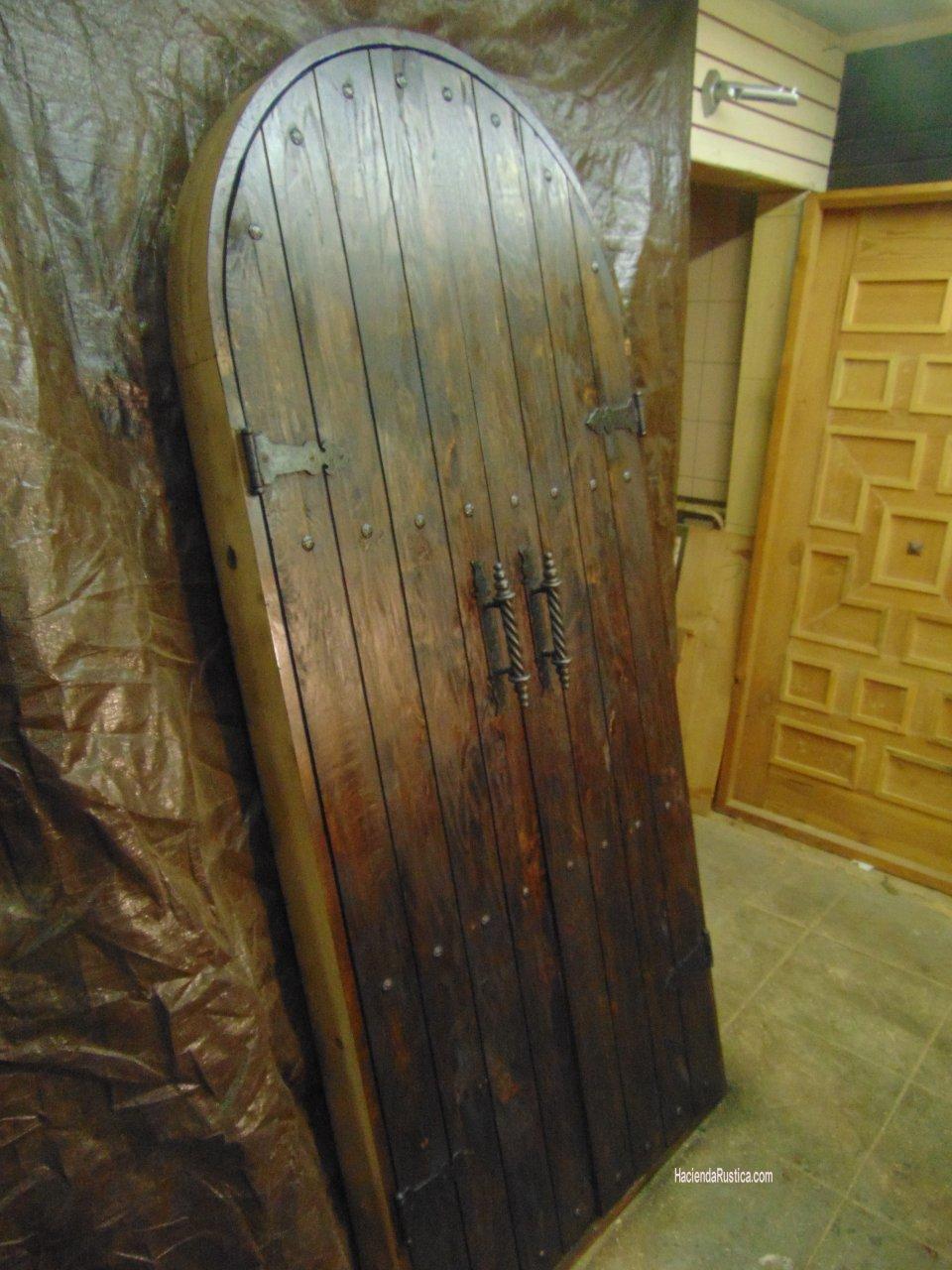 Arched alder rustic door
